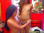 Minik Göğüsler Travestiler Striptiz ve mastürbasyon