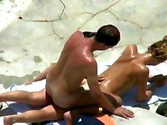 triple beachfuck und saugen der heißen Sonne