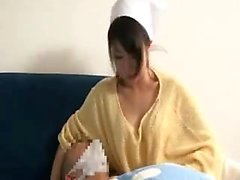 Luscious empregada doméstica com grandes mamas naturais obtém sua c