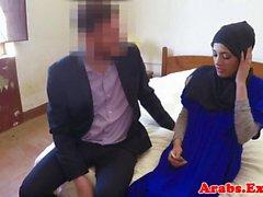 Hijab giyinmiş müslüman drools dick