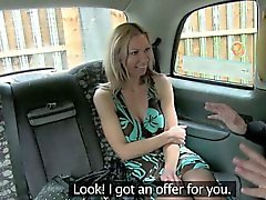 De passageiros excitado deixar o motorista fode-la a de cima dela passagem