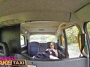 Female Fake Taxi Frech Taxi fahren Chick fickt großen Schwanz