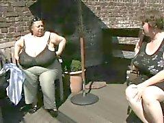 2. Omas verfügen mit Richtig fetten eutern vier
