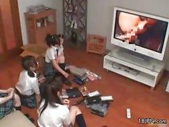 Vier niedlichen japanische Mädchen erkunden ihr Part5.Feed