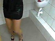 Jumbo Titten Sweetie auf der Toilette gebumst