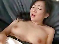 Asiatisch dick Milf mit ihrem Sohn und sein Freund