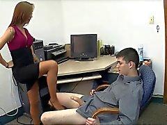 Unglaublich Sekretärin gibt heiß Domina Handjob Position