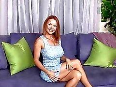 Janet Maurer befindet sich ihre feuchte Muschi zu fetten Schwanz