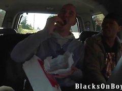 Austin Dallas, İki Siyah Erkek Biraz Seviyeli