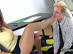 Nymphos poke caras anus com dicks cinto enorme e esperma explosão