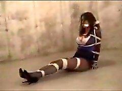 Lindsay Sinclaire atado en el sótano