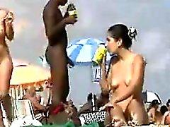 Nudistas En La Playa Quiere algo de ese de BBC
