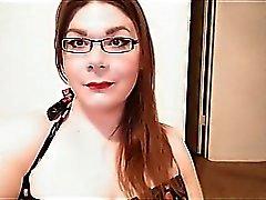 Transexual rechoncho con pene pequeño en la leva.
