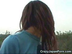 O tribo africano dá boas-vindas a uma menina japonesa!