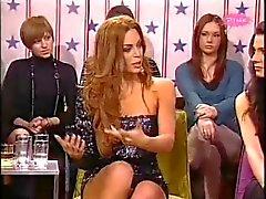 Nikolina Pisek .. UPSKIRT e pernas SEXY
