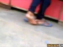 Feet indiani e pianta Teasing In Public