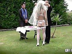 Grosse Busen Portugiesen bride wird hart gefickt