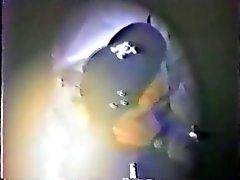 dos hombres capturadas acariciándole en el parque sobre cámara oculta
