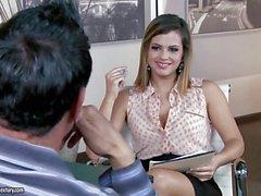 Superiore a un'intervista con Keisha grigia