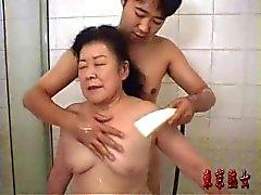Mémé Japon rapports sexuels bénéficiant
