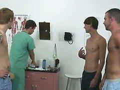 Unglaublich Homosexuell Szene heute eine Gruppe der Burschen aufhören der Klinik wollte