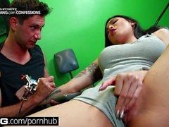 BANG Confessions Busty Азиатские кульминации Brenna получают татуировку