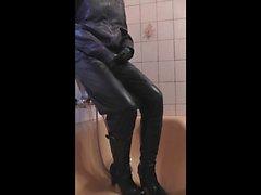 Urinen och sats av läder