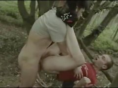 Позднее Lad Intense ебет по Мальчик в Вудсом