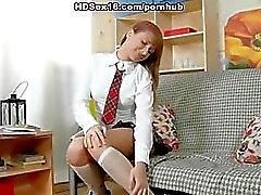 Hard neuken voor een ondeugend schoolmeisje