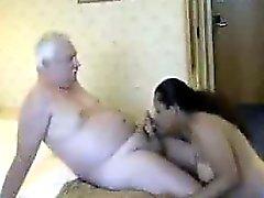 Dicke indischer Prostituiertees mit einem alten Guy