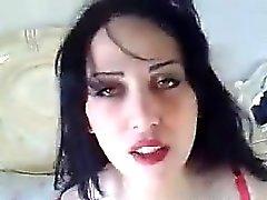 Sexigt arab visar upp hennes fina tuttar och Ass