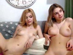 Kaksi teini lesbo leikkivät keskenään webbikamera