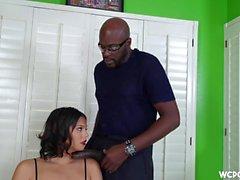 Hung garanhão preto destrói bunda grande bitch branco pornô interracial