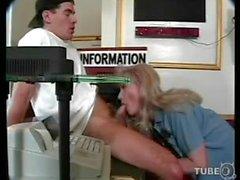 ТС полицейский запускается на сосания перед анального