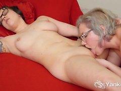 Horny Yanks Lesbians Clementine And Vi Masturbating