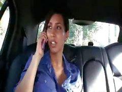 Driver neukt Busty Boss
