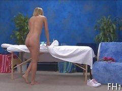 Blonde Küken Mikrotiterstreifen gewährleisten eine doggystyle Massage