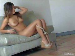 Nude Glamourmodel Andie von Valentino zeigt es allen
