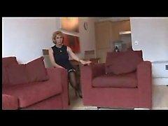 Reife Blondine fragt Strümpfe oder Strumpfhosen