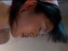 Enfermeira asiática peituda obtem educado em cativeiro e adora um t