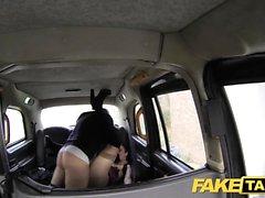 Falso Taxi gran chorreo de leche para sexy chica gótica joven flaco