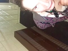 Brandi Eve Saugen Hahn In Hotel Stairwell !!