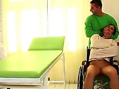 Super enchanteur joue Fétiche BDSM avec M. Gris