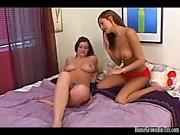 Большая синица лесбиянки любители играть с игрушками в постели