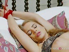 Ariel Rebel ist die perfekte Frau. Diese schönen Mädchen lieben
