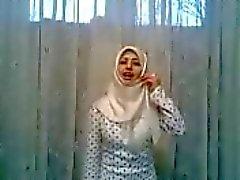 del hijab blanca loca