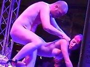 Chleo Gold y Rafa Porn follando en la barra FEDA 2015