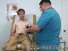 Videos galerías exámenes médicos gay boys college Aaron tenía en