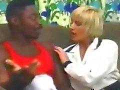 Блондинку получает несколько черных In Her Классика