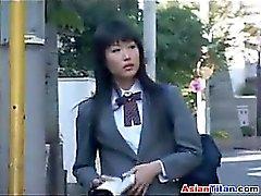 Asian Schoolgirl och hennes Male Slave